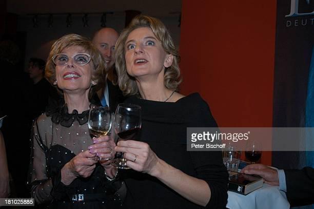 """Anneliese Rothenberger, Sabine Meyer , ZDF-Show: """"Echo der Stars"""", Verleihung des """"Echo Klassik 2003"""", Dortmund, , """"Konzerthalle"""", Sängerin, Promis,..."""