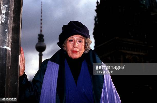 """""""Anneliese Uhlig-Tucker, vor """"""""Museumsinsel"""""""" am in Berlin, Deutschland. """""""