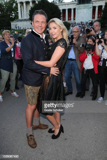 Annemarie Carpendale and her husband Wayne Carpendale during the 'Almauftrieb' as part of the Oktoberfest 2018 at Kaefer Tent at Theresienwiese on...