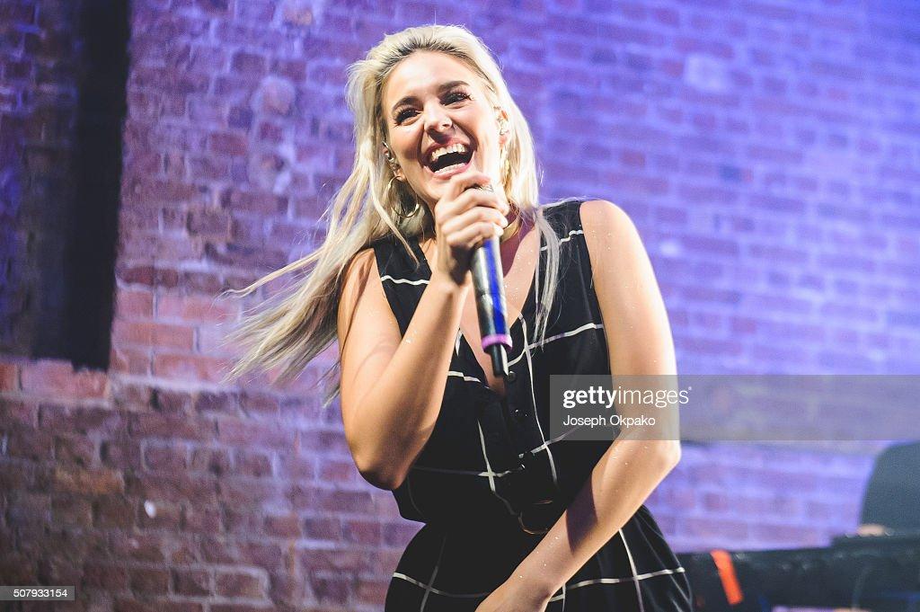 Anne-Marie Performs At The Village Underground : ニュース写真