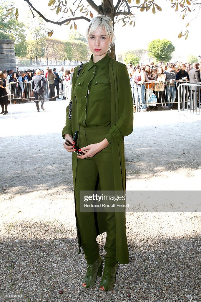 Elie Saab : Outside Arrivals - Paris Fashion Week Womenswear Spring/Summer 2016 : News Photo