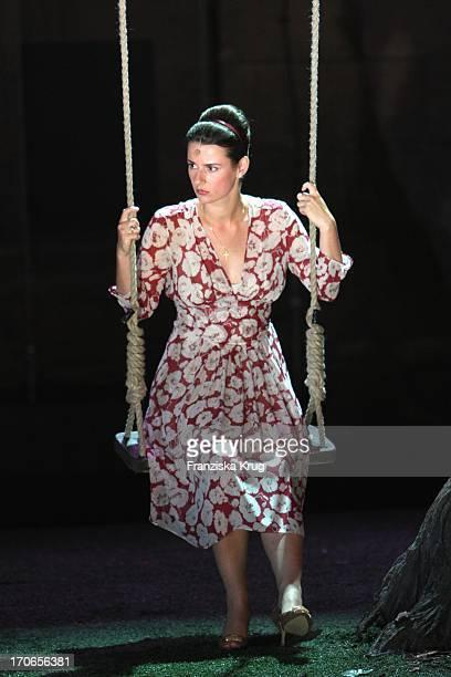 Annett Renneberg Bei Der Fotoprobe Zu 'Siegfrieds Frauen' Bei Den NibelungenFestspielen Am Dom In Worms