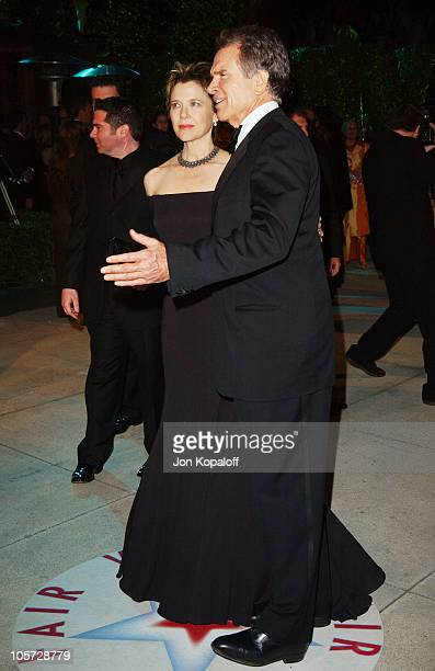 Annette Bening and husband Warren Beatty during 2005 Vanity Fair Oscar Party at Mortons in Los Angeles California United States