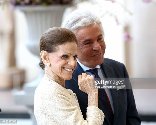 Annette de la Renta and Giancarlo Giammetti attend the Anna Wintour Costume Center Grand Opening at Metropolitan Museum of Art on May 5 2014 in New...