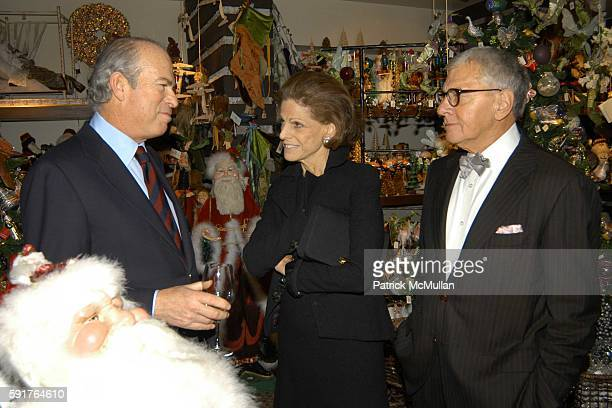 Annette de la Renta and John Rosselli attend Oscar Annette de la Renta John Rosselli and Betsy Smith Host the Launch of Bunny Williams' New Book 'An...