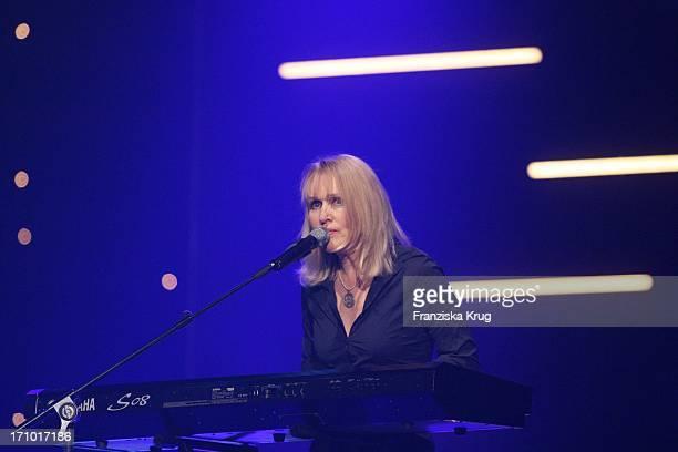 Annette Humpe Von Der Band 'Ich Ich' Bei Der Generalprobe Zur Ard 'Jose Carreras Gala' In Den Messehallen In Leipzig