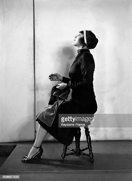 Annette Kellermann une sportive australienne présente une méthode inédite de culture physique à travers les tâches ménagères du quotidien circa 1930
