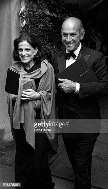 Annette Reed and Oscar de la Renta attend A Decade of Literary Lions Benefit Gala on November 8 1990 at the New York Public Library in New York City