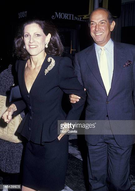 Annette Reed and Oscar de la Renta attend AIDS Benefit Party on October 1 1987 at Mortimer's Restaurant in New York City