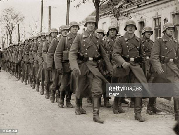 Annexion of Austria German Armed Forces at the airport Aspern in Vienna Photograph31938 [Anschlu sterreichs Deutsche Truppen auf ihrem Marsch vom...