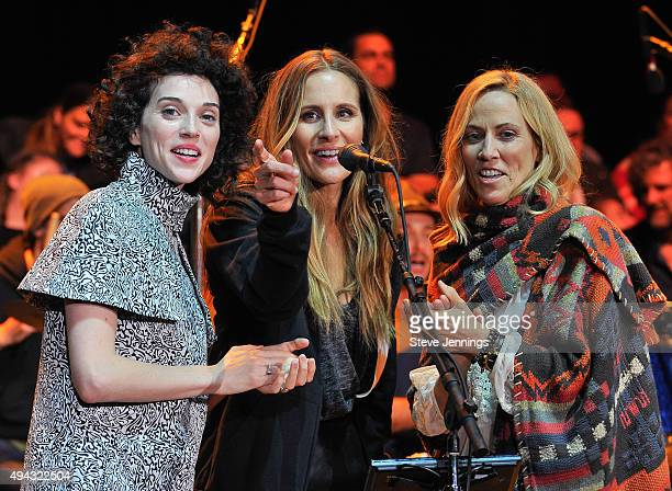Annie Clark St Vincent Emily Robinson of Dixie Chicks and Sheryl Crow perform at the 29th Annual Bridge School Benefit concert at Shoreline...