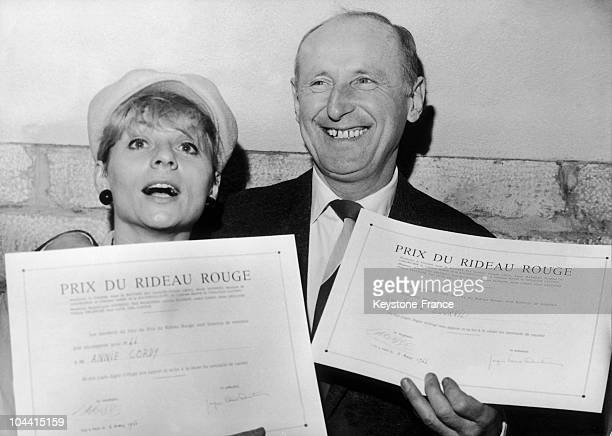 Annie CORDY and BOURVIL in Paris with their PRIX DU RIDEAU ROUGE diploma for their success at the theatre in 1966