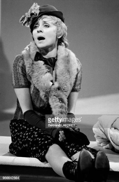Annie Cordy déguisée lors d'une émission de télévision le 2 juin 1970 à Paris France