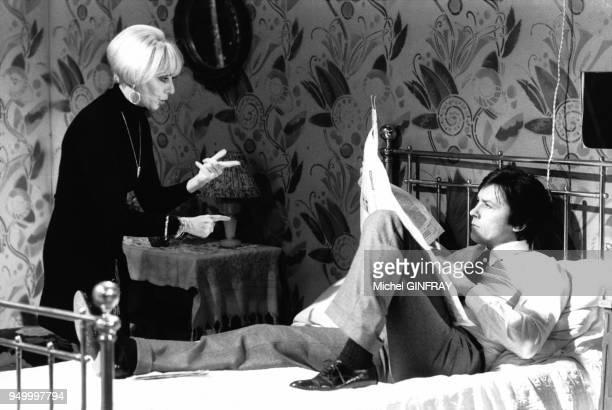 Annie Cordy et Alain Delon dans le show des Carpentiers 'Le bel indifférent' sur TF1 en décembre 1977 à Paris France