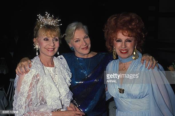 Annie Cordy Line Renaud et l'accordéoniste Yvette Horner lors d'une soirée le 1er avril 1988 à Paris France