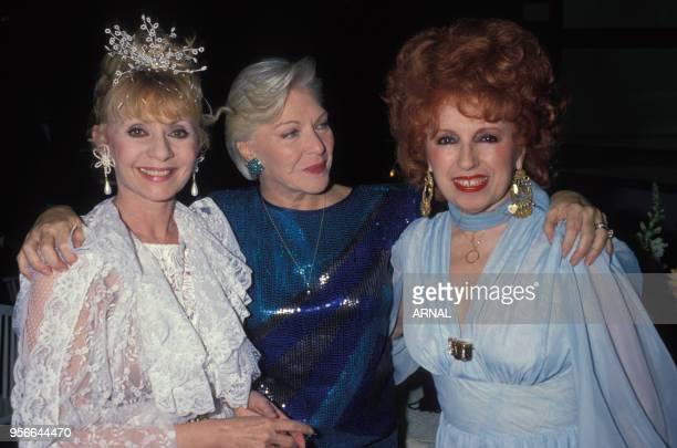 Annie Cordy Line Renaud et Yvette Horner lors de la soirée en hommage à Dalida soirée à Paris le 1er avril 1988 France