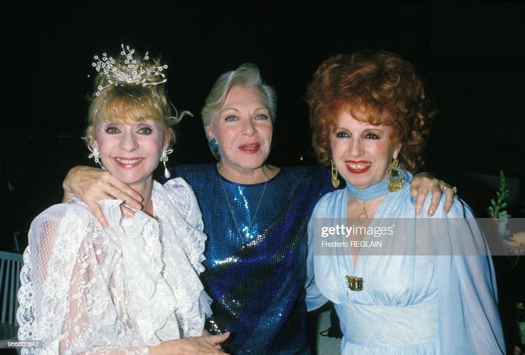 Annie Cordy, Line Renaud et Yvette Horner lors de la soirée hommage à Dalida le 31 mars 1988, Paris, France.