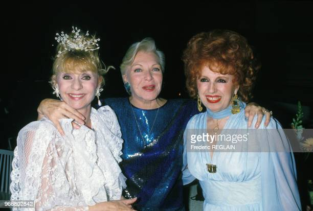 Annie Cordy Line Renaud et Yvette Horner lors de la soirée hommage à Dalida le 31 mars 1988 Paris France