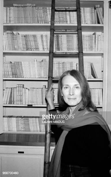 Annie Ernaux lauréate du Prix Renaudot pour son livre 'La Place' le 12 novembre 1984 à Paris France