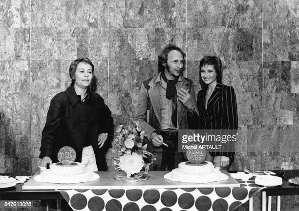 Annie Girardot fete son 50e film sur le tournage de Juliette et Juliette realise par Remo Forlani avec ses partenaires Pierre Richard et Marlene...