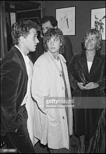 """Annie Girardot, her daughter Giulia Salvatori and Laurent Mallet attend the full dress rehearsal of theater play """"Cher Menteur"""" in Paris in 1980."""