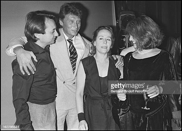 Annie Girardot with her friend Ami Bob Decout Johnny Hallyday and Nathalie Baye at Marguerite Et Les Autres dress rehearsal Paris 1983