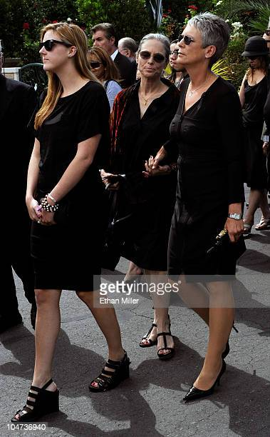 Annie Guest actress Kelly Curtis and her sister and Guest's mother Jamie Lee Curtis attend the funeral for the Curtis sisters' father Tony Curtis at...