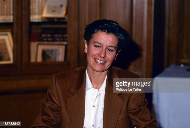Annie Lemoine journalist and presenter of the television channel Canal Plus in Paris France in 1990 Annie Lemoine journaliste et présentatrice sur la...