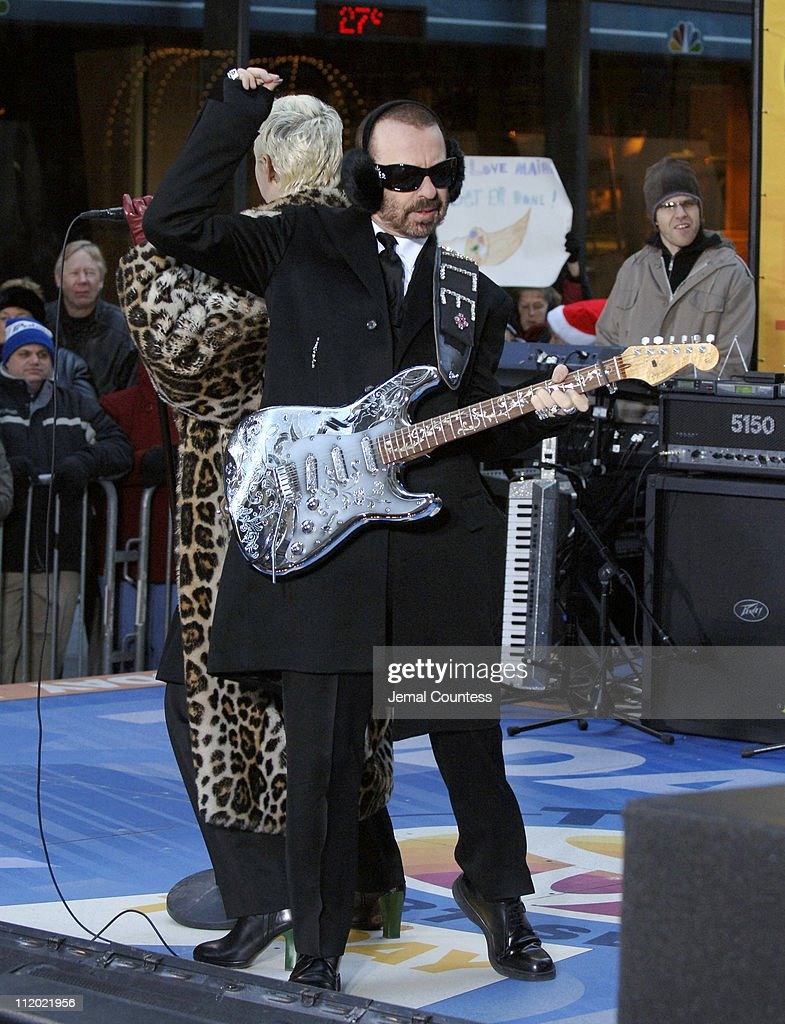 """Eurythmics Perform on the 2005 NBC's """"The Today Show"""" Holiday Concert Series"""