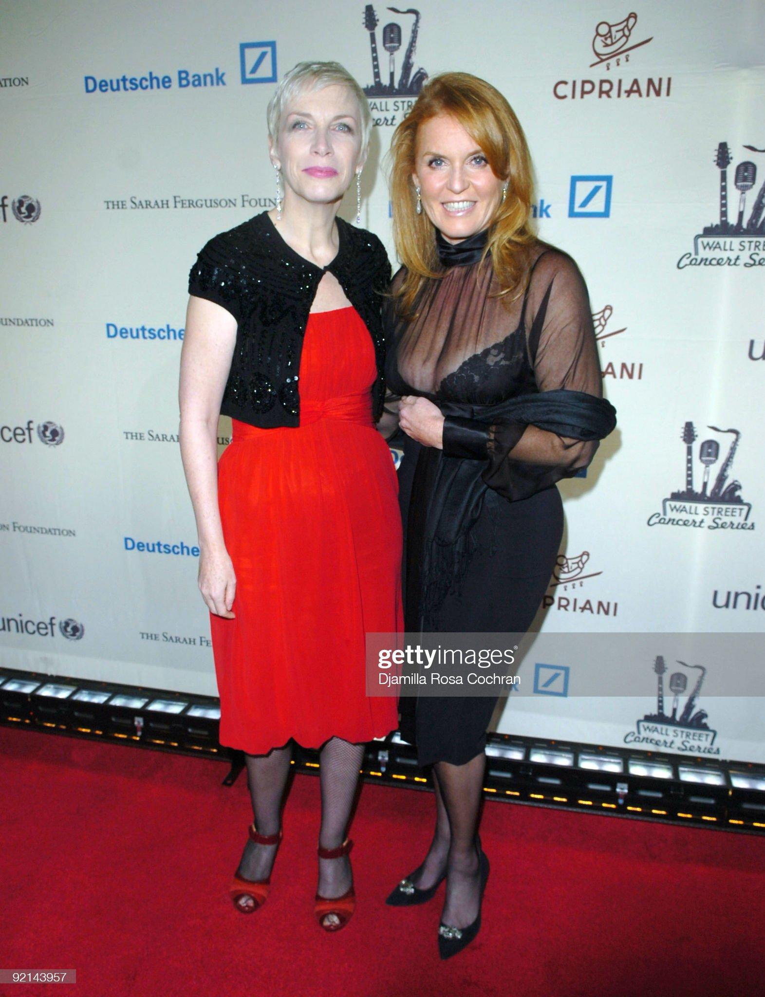 Вечерние наряды Отем пока еще Филлипс и Сары Йоркской 2007 Cipriani Wall Street Concert Series Presents Annie Lennox - Arrivals : News Photo