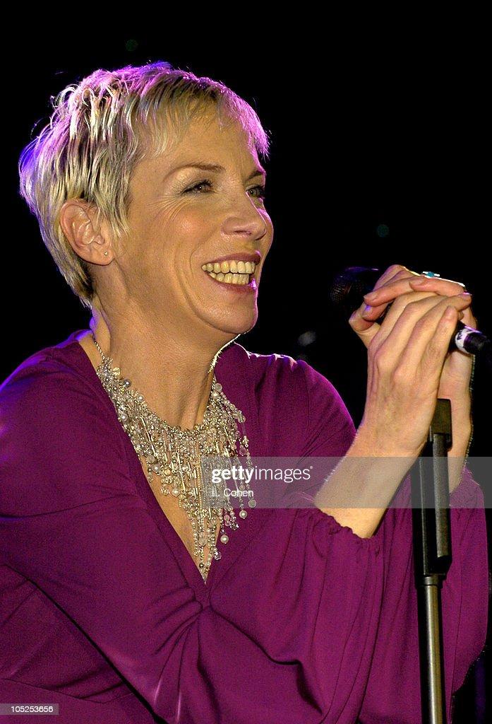 2004 Clive Davis Pre-Grammy Party - Show : Nachrichtenfoto
