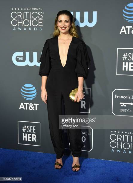 Annie Murphy at The 24th Annual Critics' Choice Awards at Barker Hangar on January 13 2019 in Santa Monica California