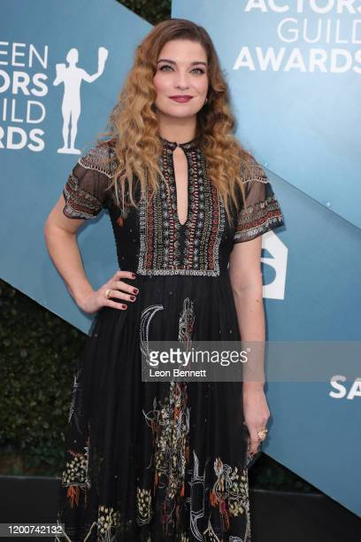 Annie Murphy attends 26th Annual Screen Actors Guild Awards at The Shrine Auditorium on January 19, 2020 in Los Angeles, California.