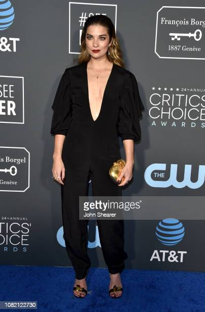 Annie Murphy attends the 24th Annual Critics' Choice Awards at Barker Hangar on January 13 2019 in Santa Monica California