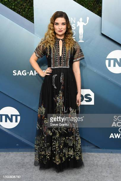 Annie Murphy attends the 26th Annual Screen ActorsGuild Awards at The Shrine Auditorium on January 19 2020 in Los Angeles California