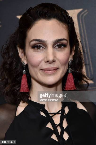 Annie Parisse attends 'The Greatest Showman' World Premiere aboard the Queen Mary 2 at the Brooklyn Cruise Terminal on December 8 2017 in the...