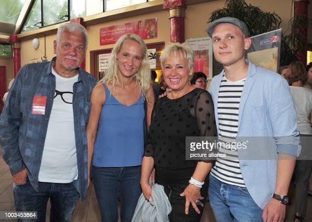 Annik Wecker wife of singersongwriter Konstantin Wecker her parents Reinhard and Hedda Berlin and her brother Monty stant in fron of Konstantin...