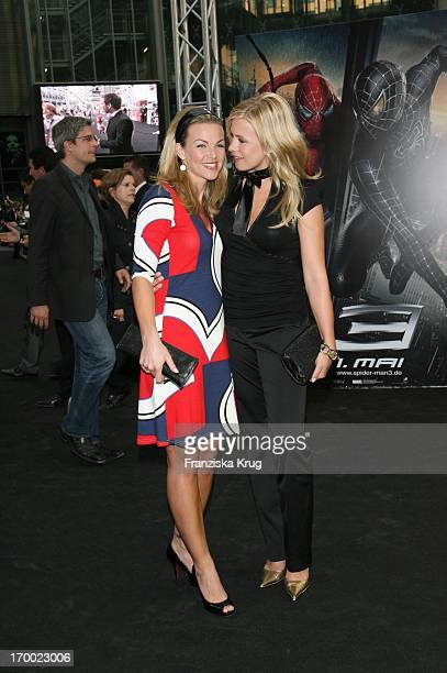 """Annika Kipp And Nadine Kruger At The Arrival To - In Premiere At Berlin 250407 """"Spider Man 3""""."""