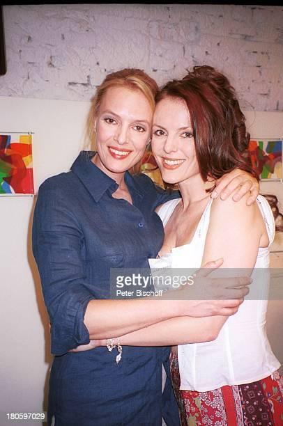 Annika Pages Schwester Svenja Pages 1 gemeinsame Dreharbeiten der Schwestern ARD/ORF Film 'Flamenco der Liebe' Wien umarmen