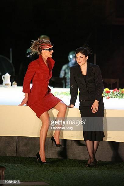 Annika Pages Und Jasmin Tabatabai Bei Der Fotoprobe Zu Den Nibelungenfestspielen Am Dom In Worms
