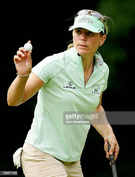 Annika Sorenstam of Sweden waves to the crowd during the first round of the HSBC Women's World Match Play at Wykagyl Country Club on July 19 2007 in...