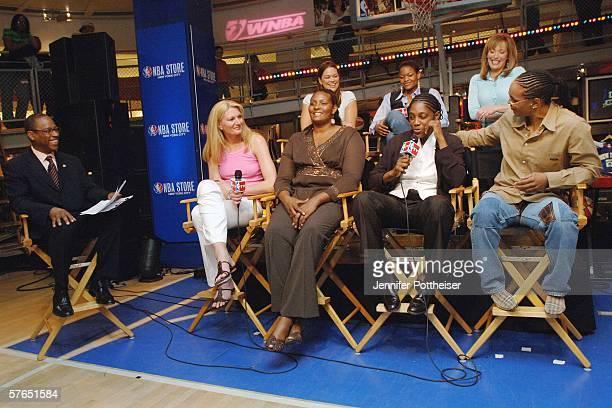 Announcer Andre Aldridge talks with WNBA Players and Legends Kristen Mann Alana Beard announcer Linda Cohn Sue Wicks Kym Hampton Teresa Edwards and...