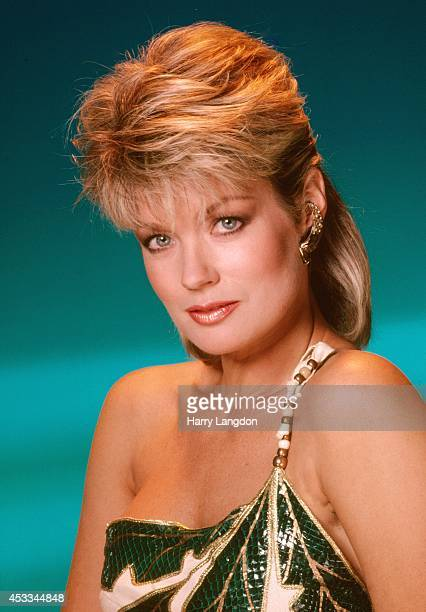 Announcer Mary Hart poses for a portrait in 1985 in Los Angeles, California.