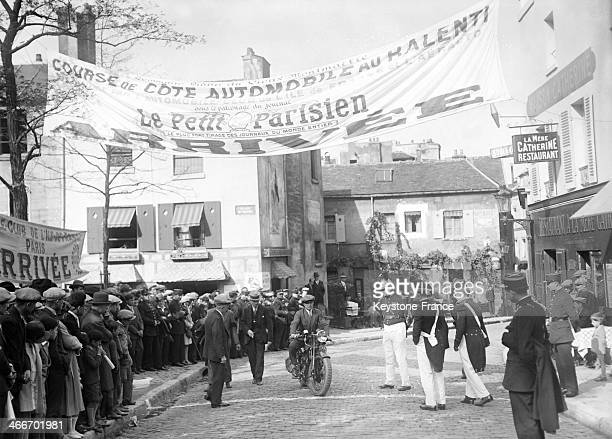 Annual slow motion motorbike race between the Rue Lepic and the Place du Tertre during the longest time without stoppingthe engine in September 1929...