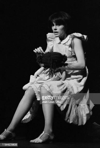 Anny Duperey sur scène dans le pièce 'Attention Fragile' au théâtre Saint-Georges à Paris le 16 novembre 1978, France.