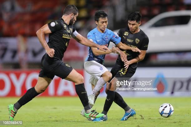 Anon Amornlertsak of Bangkok Glass FC goes past Victor Mattos Cardozo of Singha Chiangrai United FC and Sarawut Inapaen of Singha Chiangrai United FC...