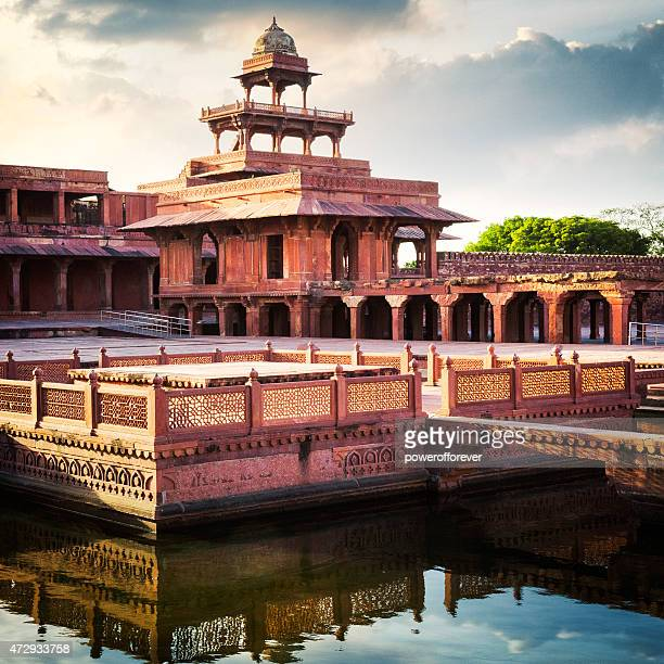 anoop talao and panch mahal at fatehpur sikri, india - fatehpur sikri stock pictures, royalty-free photos & images