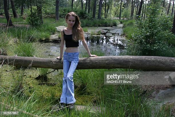 Anorexia Mélanie 20 ans pesant 37 kilos pour 161 m a commencé à souffrir d'anorexie à 16 ans après avoir sombré dans la dépression suite à des...