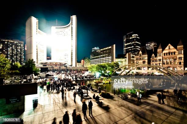 Another amazing setup using Toronto's City Hall. An impressing amount of light coming from the 4 digit display lit up the entire area. An improvement...