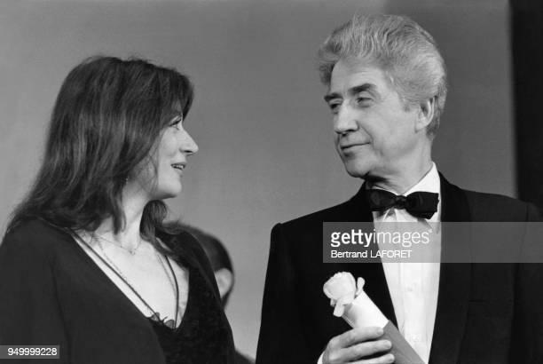 Anouk Aimée accompgné ici par Alain Resnais a reçu le prix d'interprétation féminine lors du 33e Festival de Cannes pour le film en Mai 1980 à Cannes...